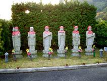 管理寺務所横六地蔵尊