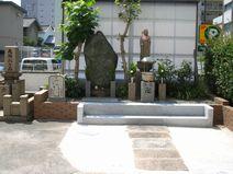 墓地内の供養塔